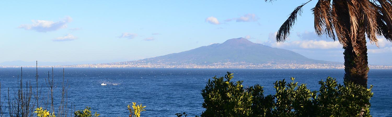 Veduta panoramica del Golfo di Napoli e del Vesuvio da Sant'Agnello
