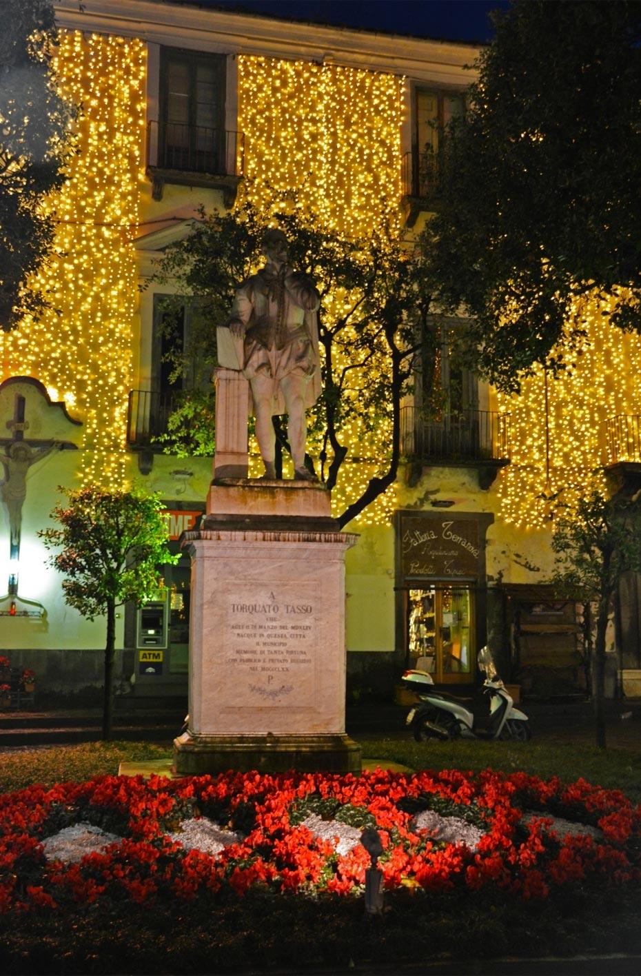Statua Torquato Tasso - Natale a Sorrento